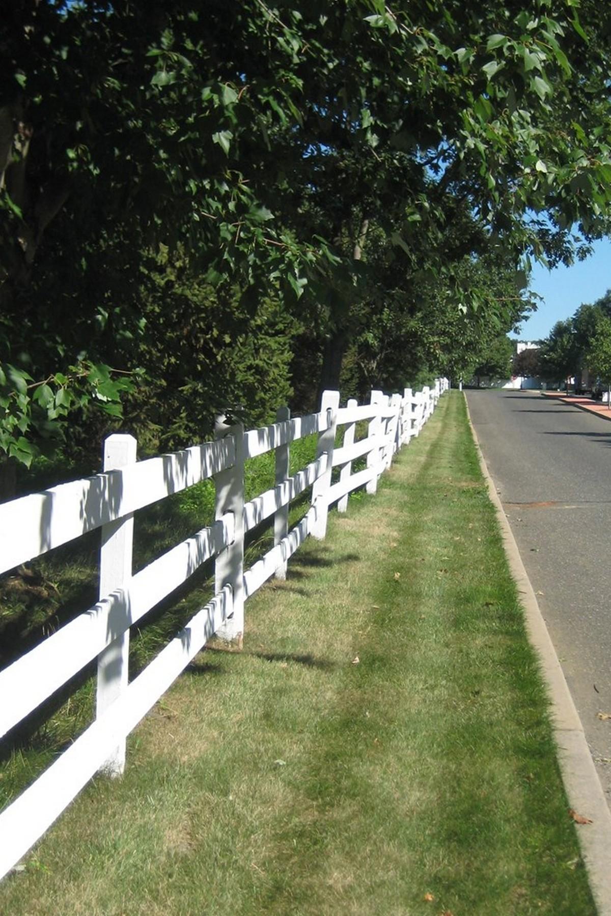 Eigentumswohnung für Verkauf beim 4 Beaumont Court Tinton Falls, New Jersey 07724 Vereinigte Staaten