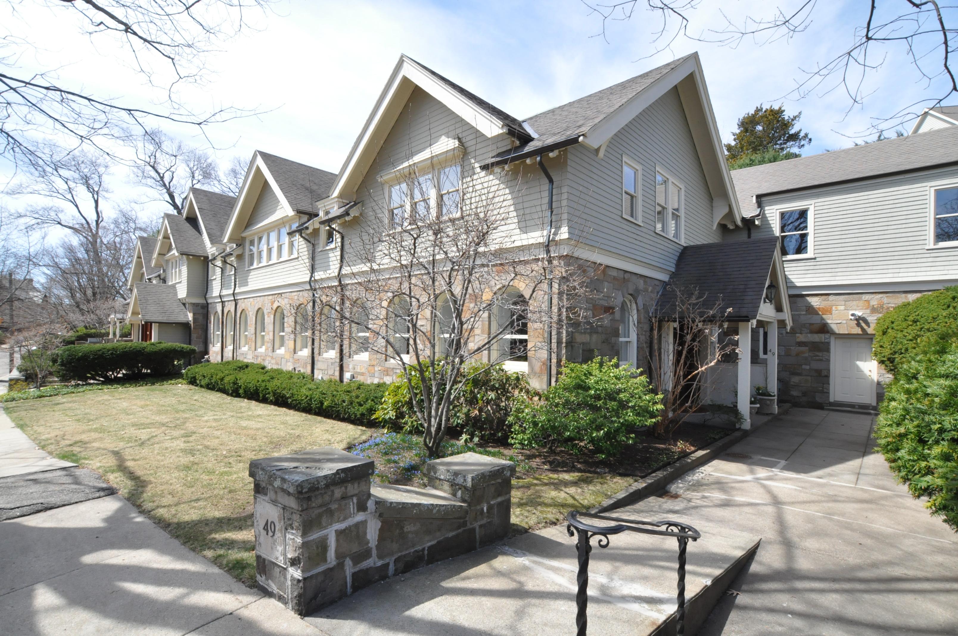 Condomínio para Venda às One-Of-A-Kind Residence 49 Rawson Road Unit 49 Brookline, Massachusetts 02445 Estados Unidos
