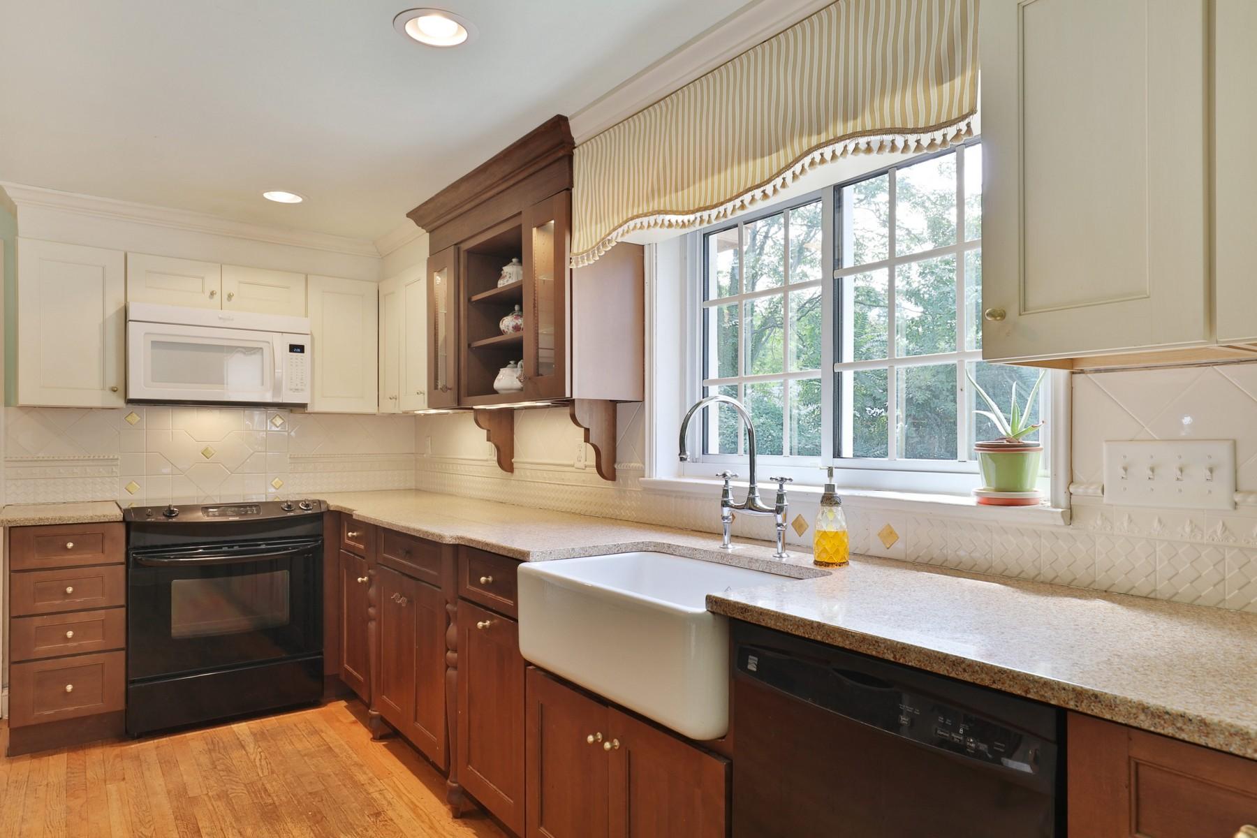 Частный односемейный дом для того Продажа на Highlands Colonial 1 William St Highlands, Нью-Джерси 07732 Соединенные Штаты