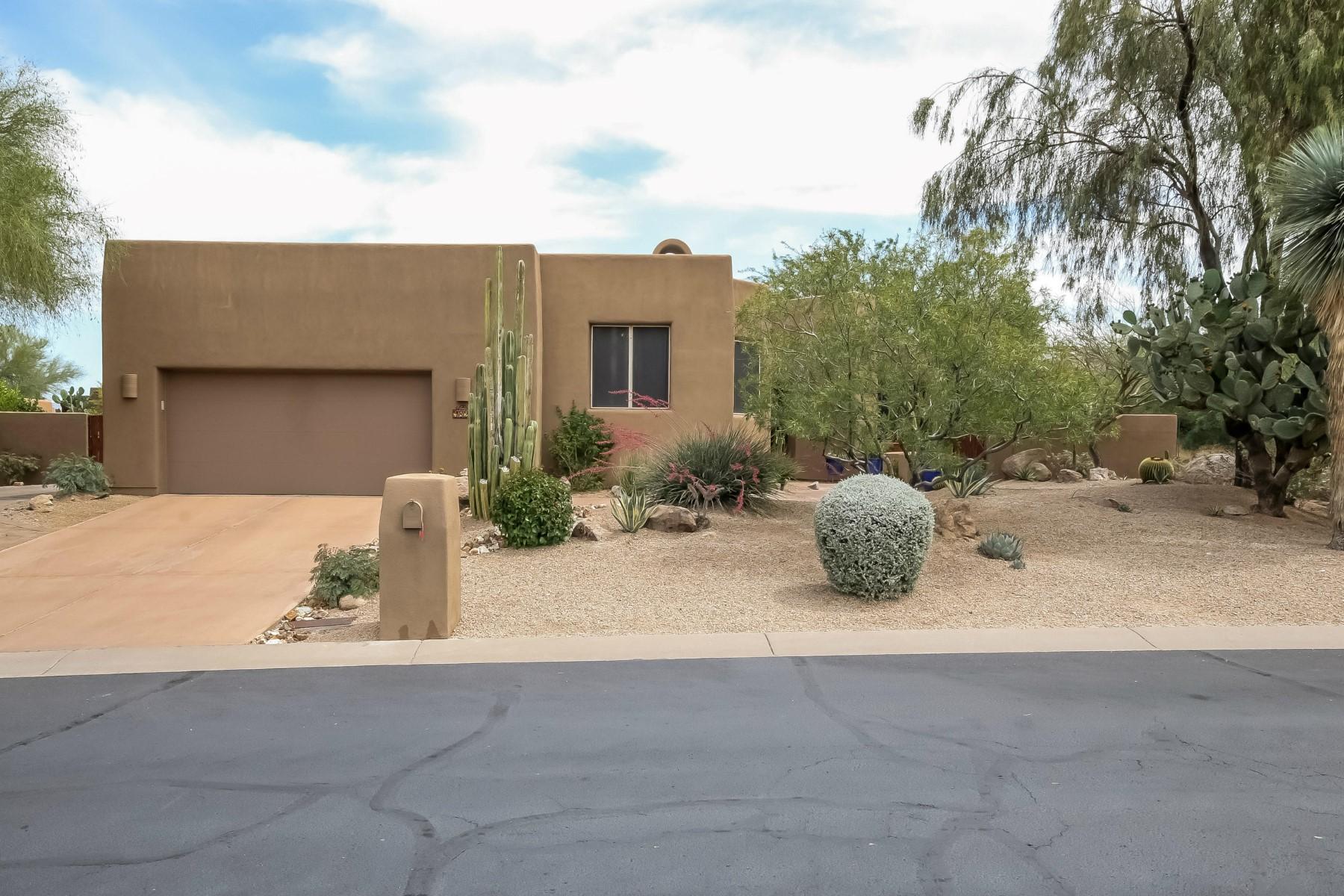 Casa para uma família para Venda às Beautiful setting in The Monument, with privacy and views 9828 E GAMBLE LN Scottsdale, Arizona 85262 Estados Unidos