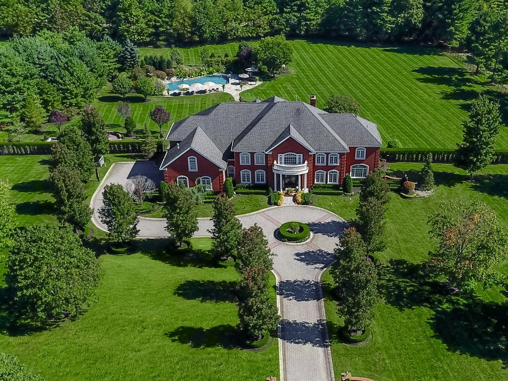 Villa per Vendita alle ore For the Connoisseur of Life 9 Evergreen Lane Colts Neck, New Jersey, 07722 Stati Uniti