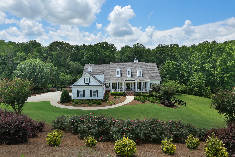 Einfamilienhaus für Verkauf beim Classic Southern Charm 7240 Wingfield Way Cumming, Georgia 30041 Vereinigte Staaten