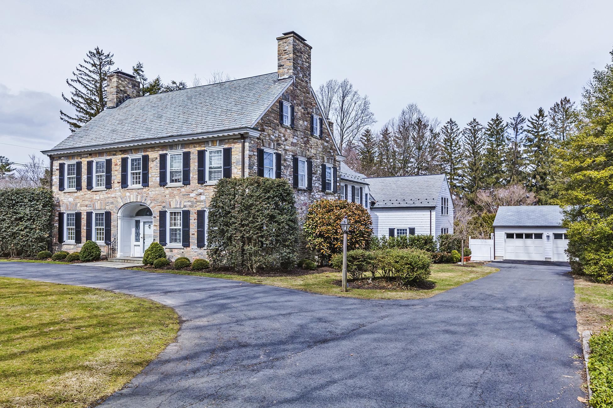 Nhà ở một gia đình vì Bán tại 1929 Western Section Renovated Stone Beauty 161 Hodge Road Princeton, New Jersey 08540 Hoa Kỳ