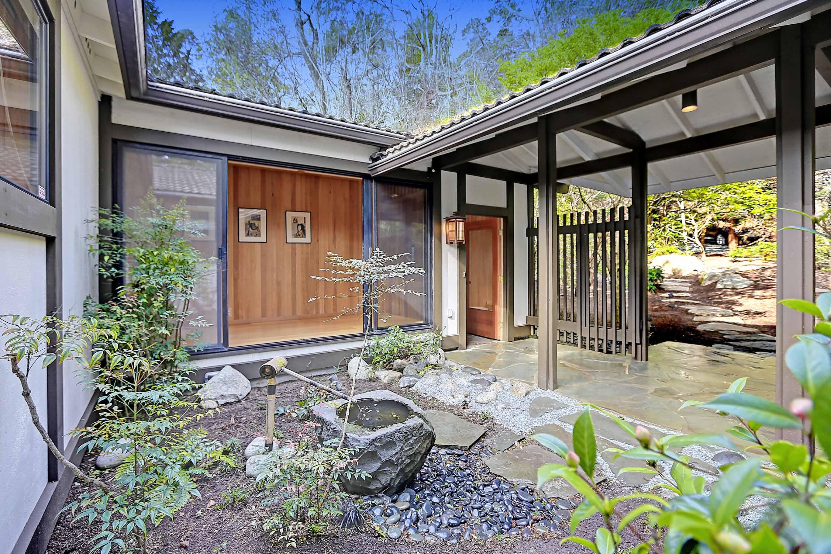 Maison unifamiliale pour l Vente à 1358 Seth Dr Camano Island, Washington, 98282 États-Unis