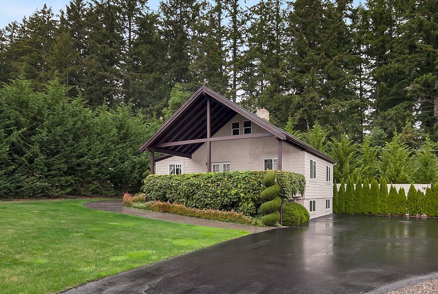 Additional photo for property listing at Wollochet Bay French Chateau 4717 19th Street Court NW Gig Harbor, Washington 98335 United States
