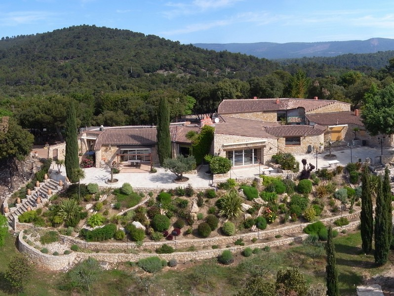 Villa per Vendita alle ore Property with magnificent views Other Provence-Alpes-Cote D'Azur, Provenza-Alpi-Costa Azzurra 83111 Francia