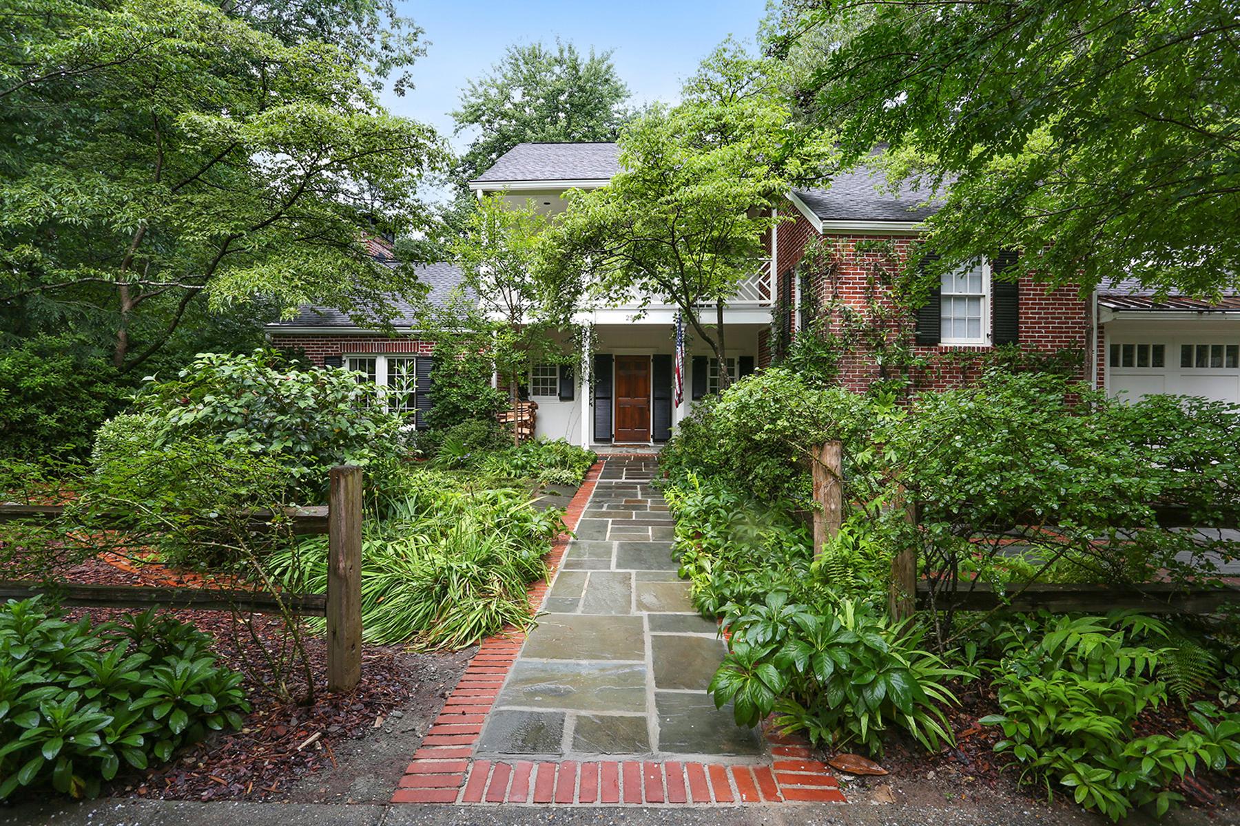Nhà ở một gia đình vì Bán tại Charming Updated Home In Haynes Manor 2530 Brookdale Drive Haynes Manor, Atlanta, Georgia 30305 Hoa Kỳ