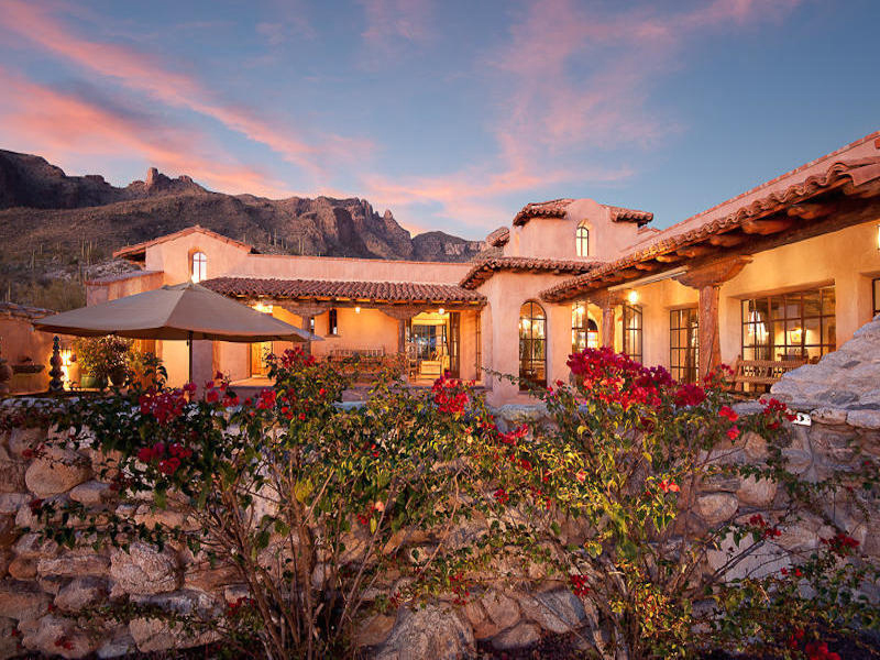 Casa Unifamiliar por un Venta en Stunningly Original 'Hacienda Rosetta Marie' in Guard-Gated 'The Canyons' 7288 N Cloud Canyon Place Tucson, Arizona 85718 Estados Unidos
