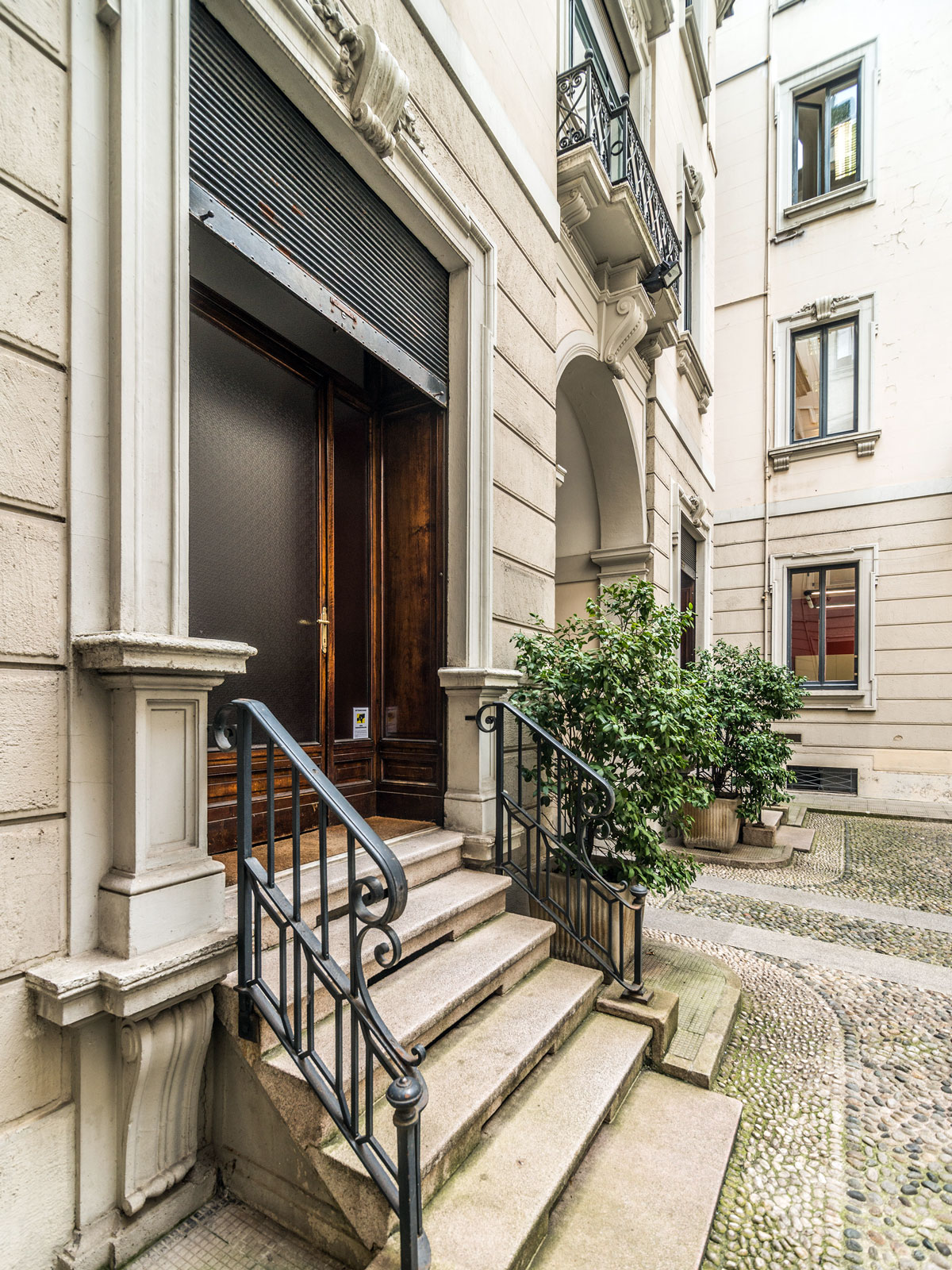 Additional photo for property listing at Elegant and quite office in historic building Corso Magenta Milano, Milan 20123 Italien