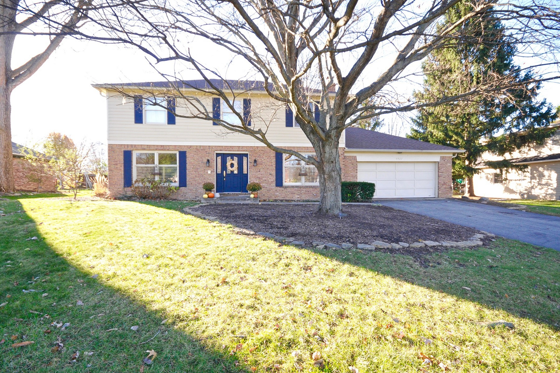 Single Family Home for Sale at Traditional Two Story Home 5927 Cape Cod Court Indianapolis, Indiana 46250 United States