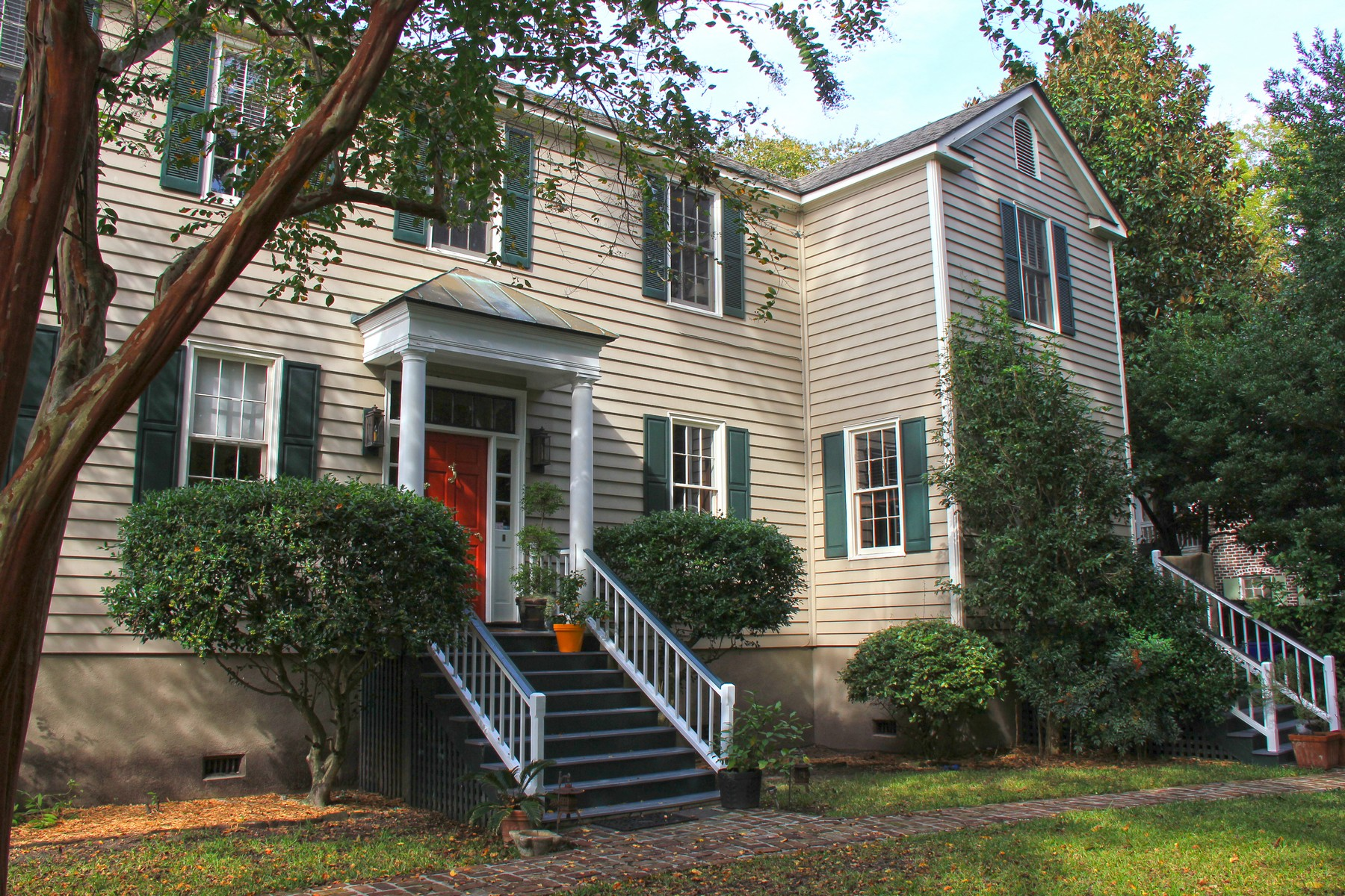 Maison unifamiliale pour l Vente à Beautiful Charleston Single Home in Harleston Village 42 1/2 Barre Street Charleston, Caroline Du Sud 29401 États-Unis