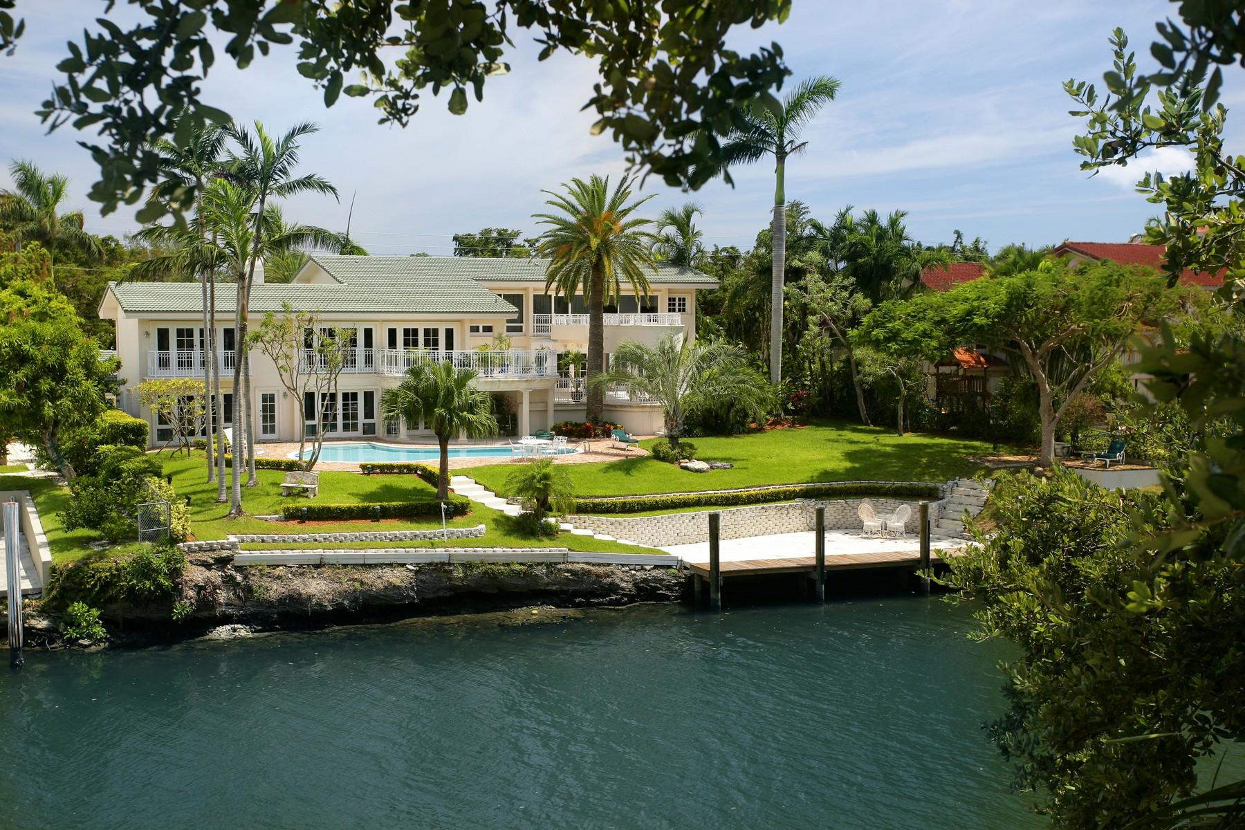 Maison unifamiliale pour l Vente à 6600 Riviera Drive Coral Gables, Florida 33146 États-Unis