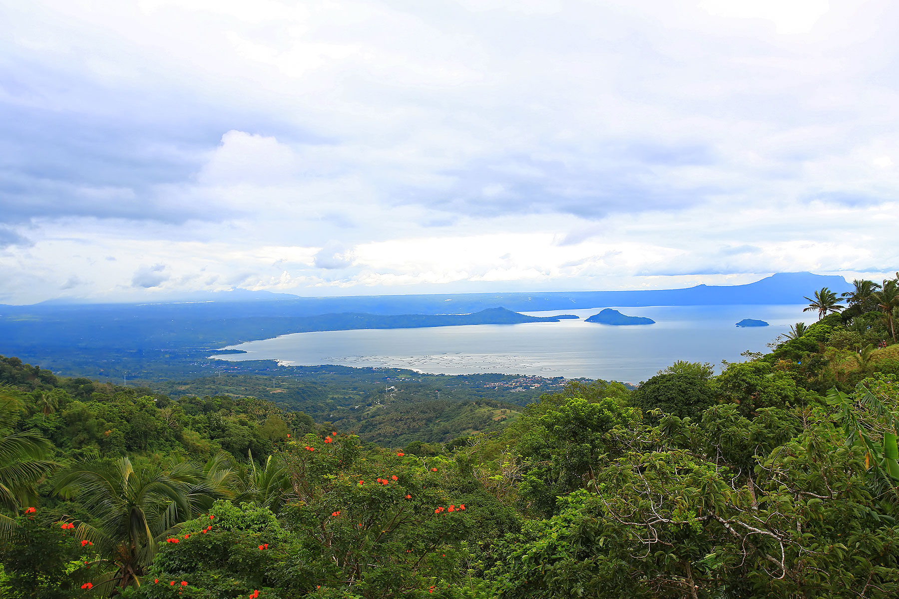 Terreno per Vendita alle ore 6 Hectare Lot Overlooking the Serene Lake Taal Tagaytay-Calamba Road Tagaytay City, Luzon, 4120 Filippine