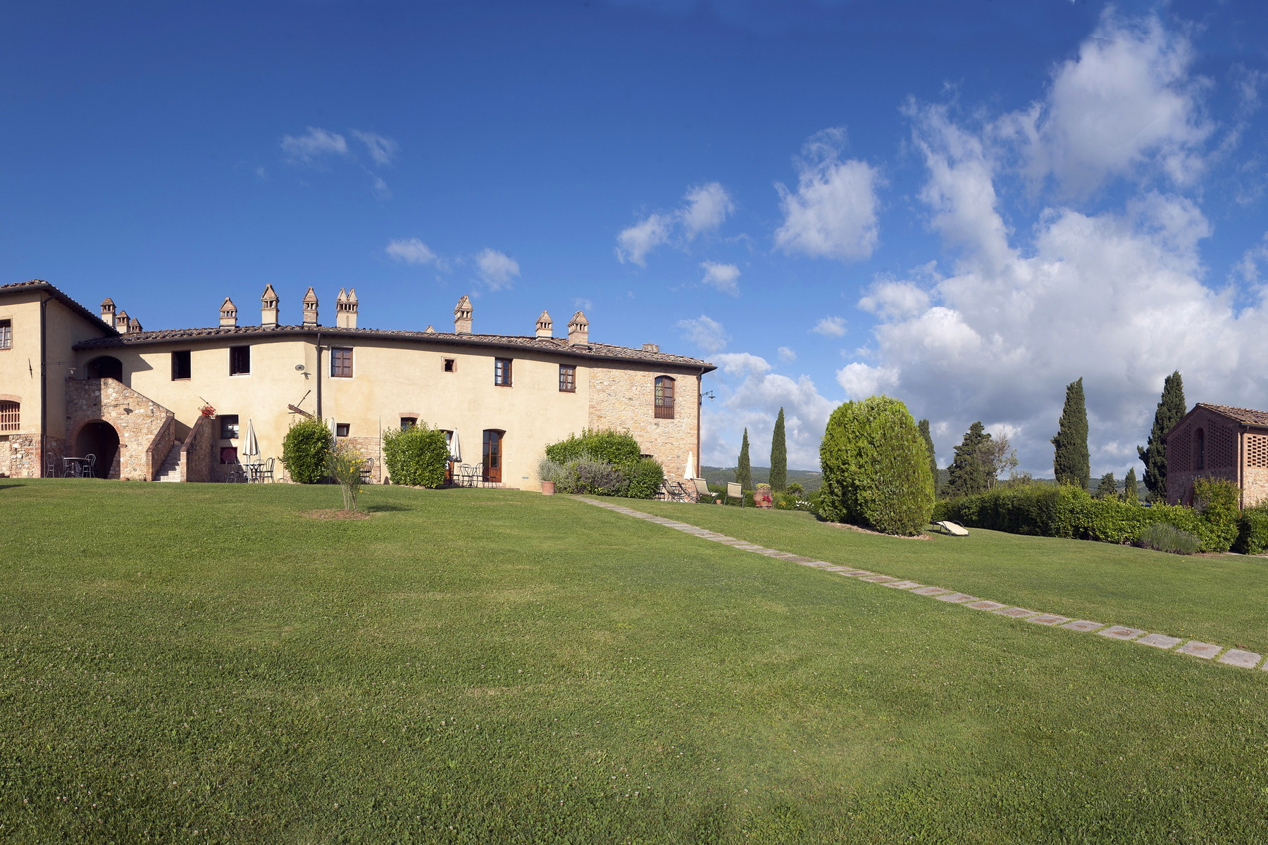 Additional photo for property listing at Exploitation agricole multifonctionnel à San Gimignano Località Santo Pietro San Gimignano, Siena 53037 Italie