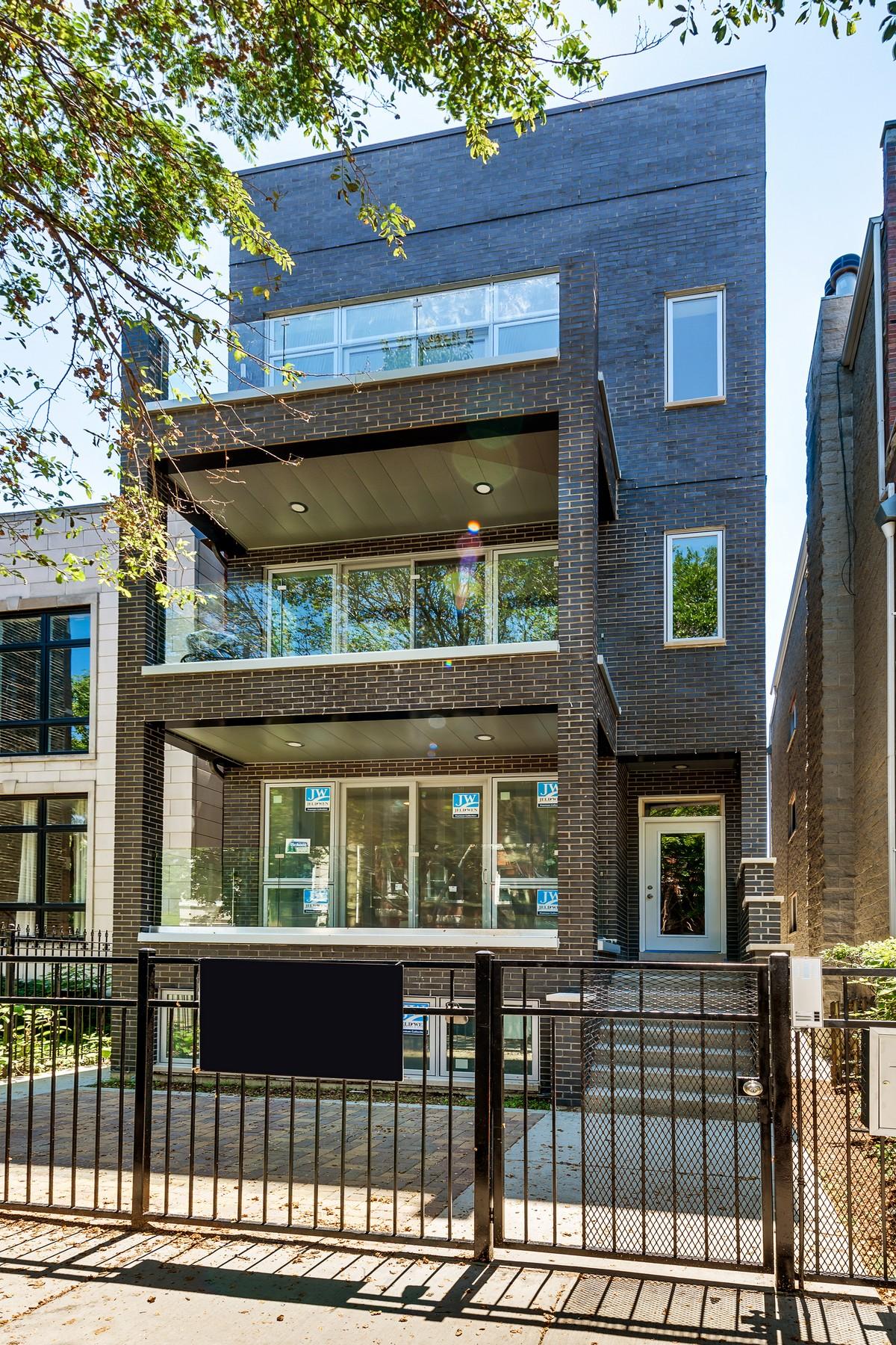 단독 가정 주택 용 매매 에 Top Floor Unit in New Construction 1465 W Erie Street Unit 3 West Town, Chicago, 일리노이즈, 60642 미국