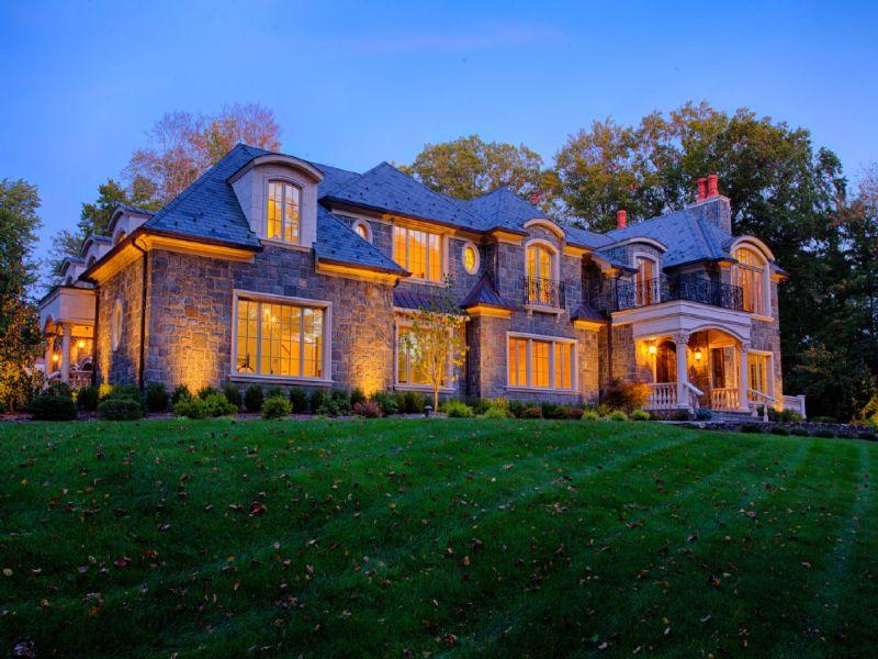 Maison unifamiliale pour l Vente à Hand Cut Stone Mansion? 2 Beechwood Drive Saddle River, New Jersey 07458 États-Unis