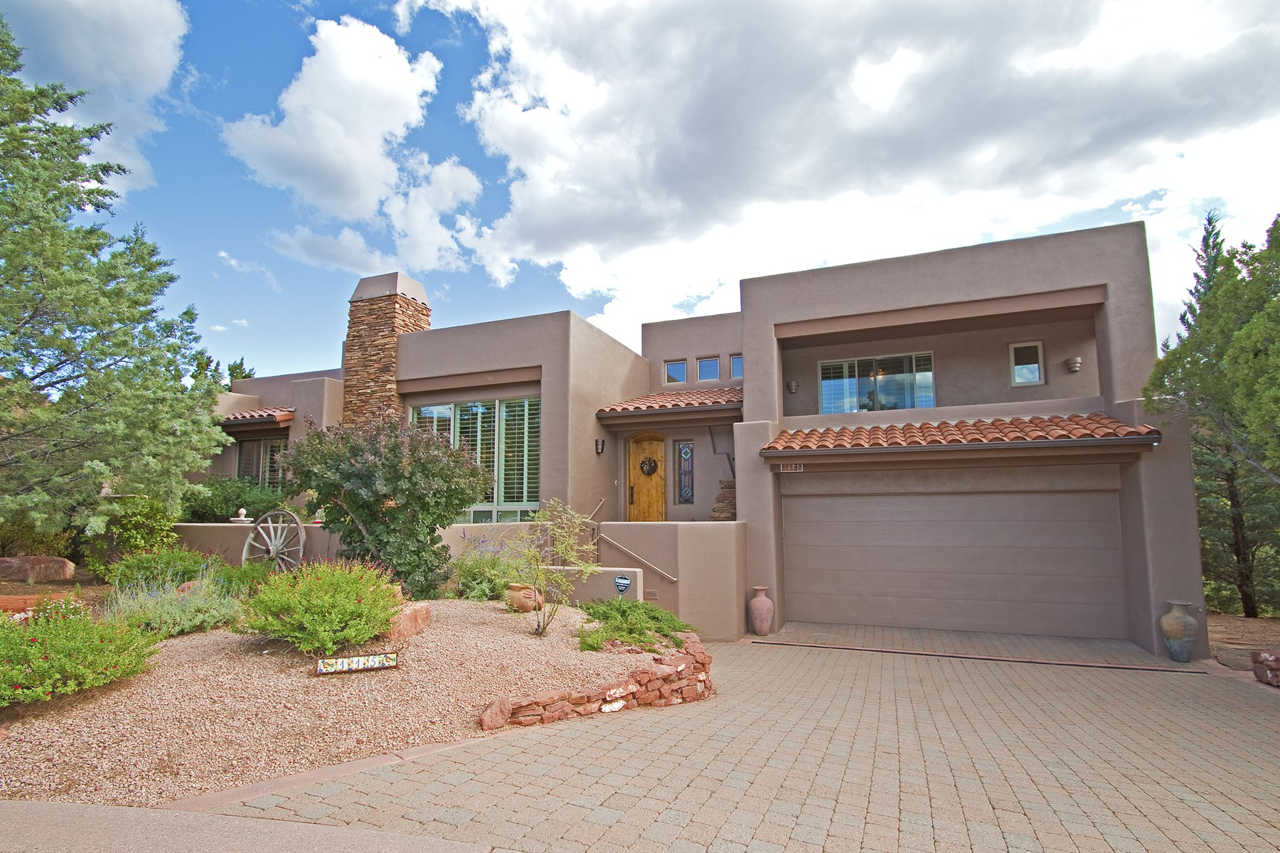 Casa para uma família para Venda às Beautiful home in one of West Sedona's most desirable gated communities 115 Calle Marguerite Sedona, Arizona, 86336 Estados Unidos