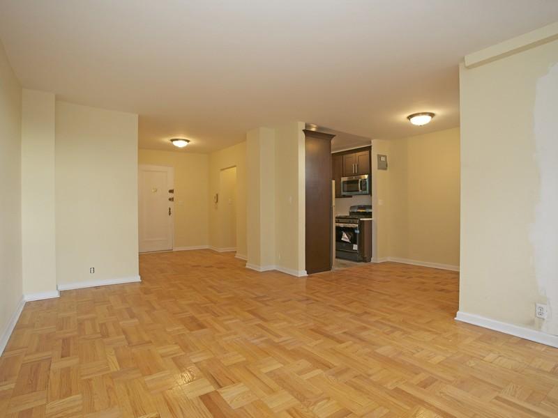 Nhà tập thể vì Bán tại Sponsor Unit Renovated 2 BR + Terrace 735 Kappock Street 8C Riverdale, New York 10463 Hoa Kỳ