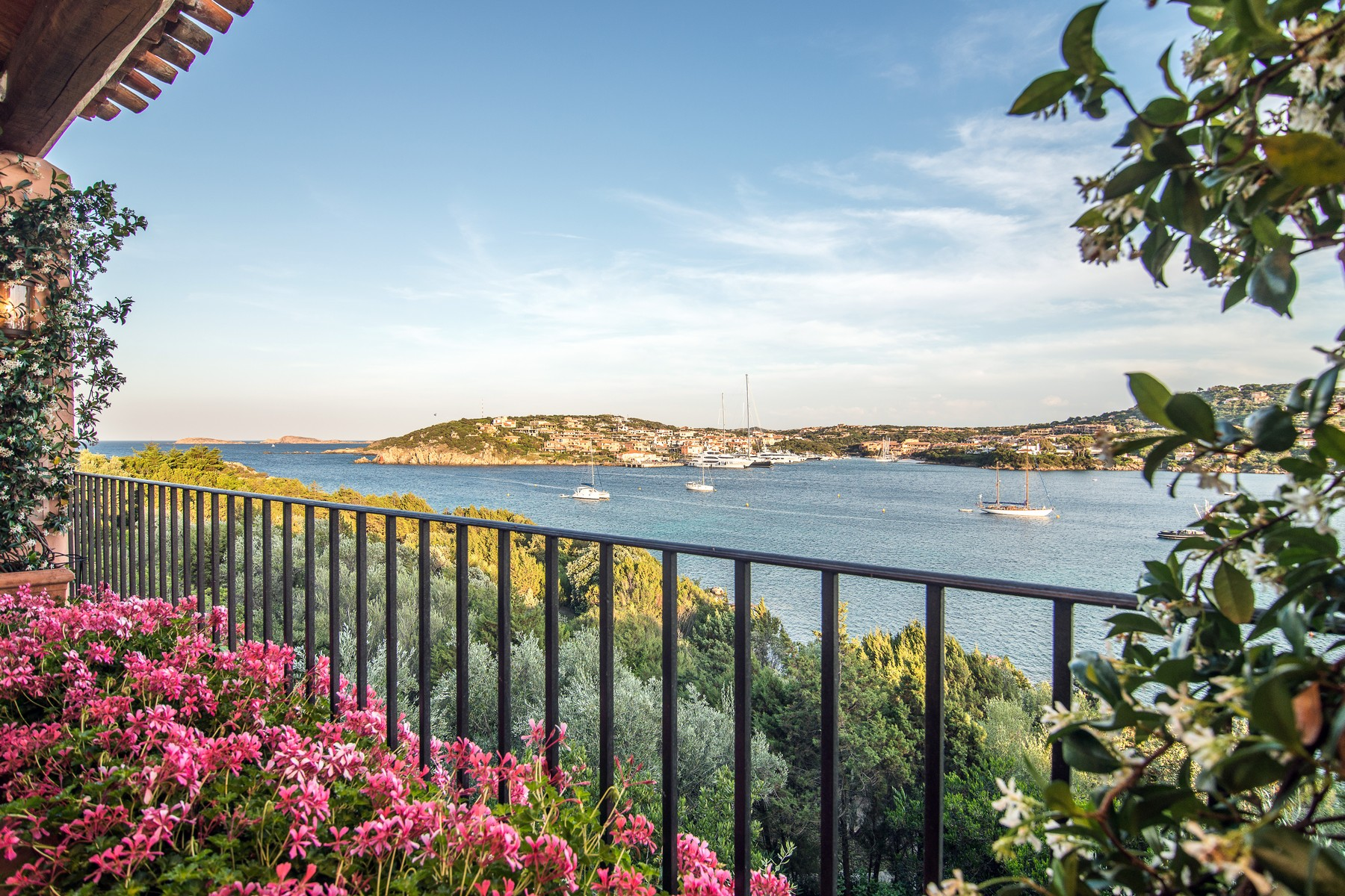 Additional photo for property listing at Propriété pieds dans l'eau avec plage privée Porto Cervo Marina Costa Smeralda Porto Cervo, Olbia Tempio 07021 Italie