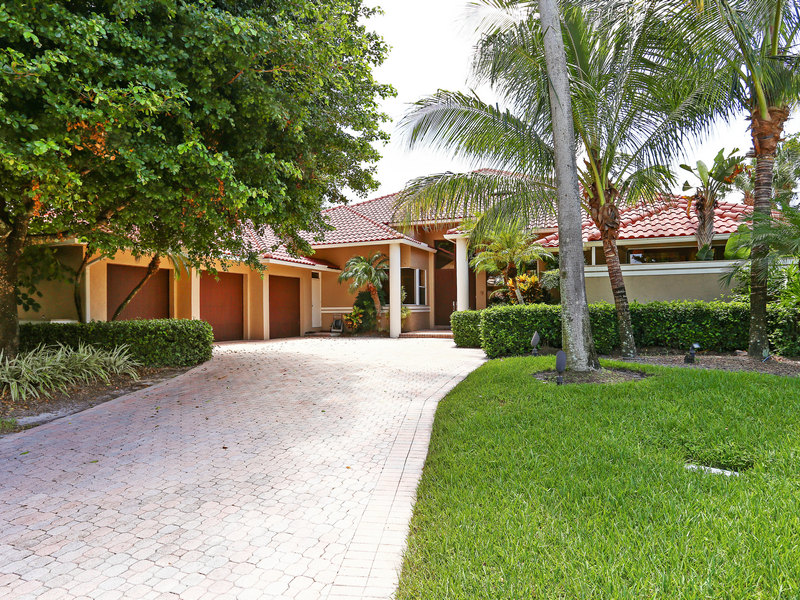 Single Family Home for Sale at 2368 Golf Brook 2368 Golf Brook Drive Wellington, Florida 33414 United States