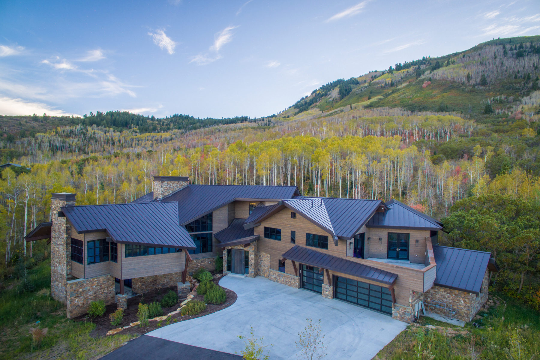 Casa para uma família para Venda às Newly Finished Mountain Contemporary Masterpiece 21 Canyon Ct Park City, Utah, 84060 Estados Unidos