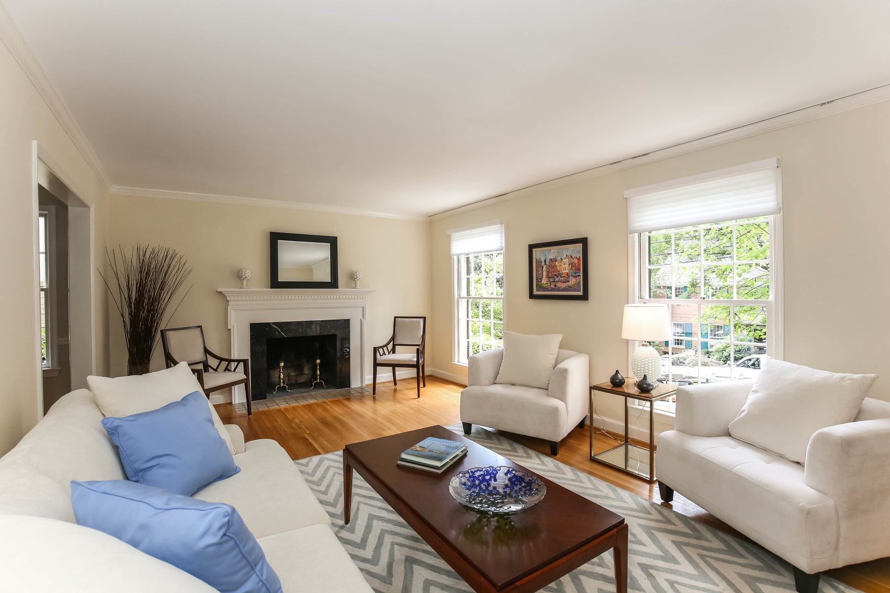 Casa Unifamiliar por un Venta en 5015 Hawthorne Place Nw, Washington Washington, Distrito De Columbia 20016 Estados Unidos