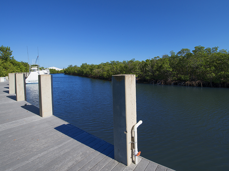 Additional photo for property listing at Prime Dockage Location at Ocean Reef 11 Gate House Road, Dock AS-11 Key Largo, Florida 33037 Vereinigte Staaten