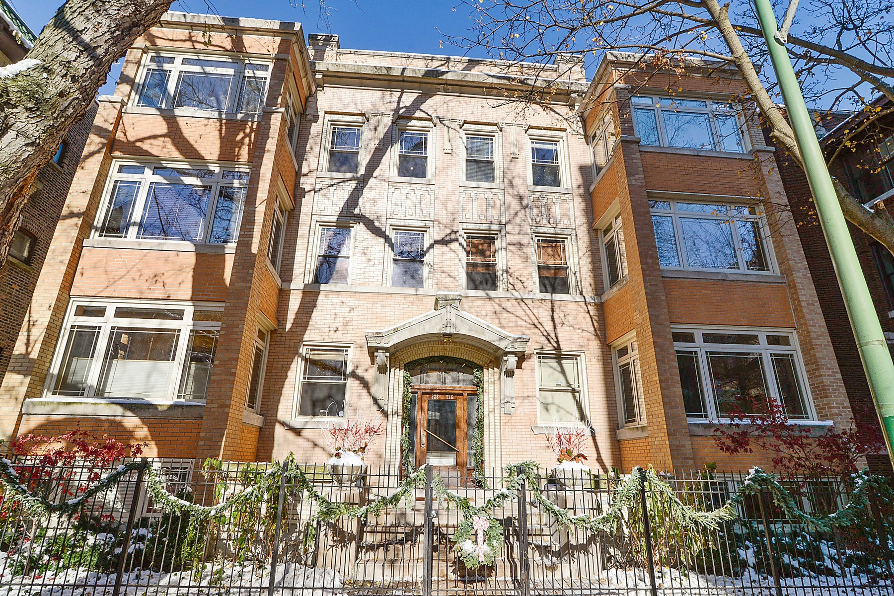 Condominium for Sale at Gorgeous Uptown Unit 928 W Carmen Avenue Unit 3W Chicago, Illinois, 60640 United States