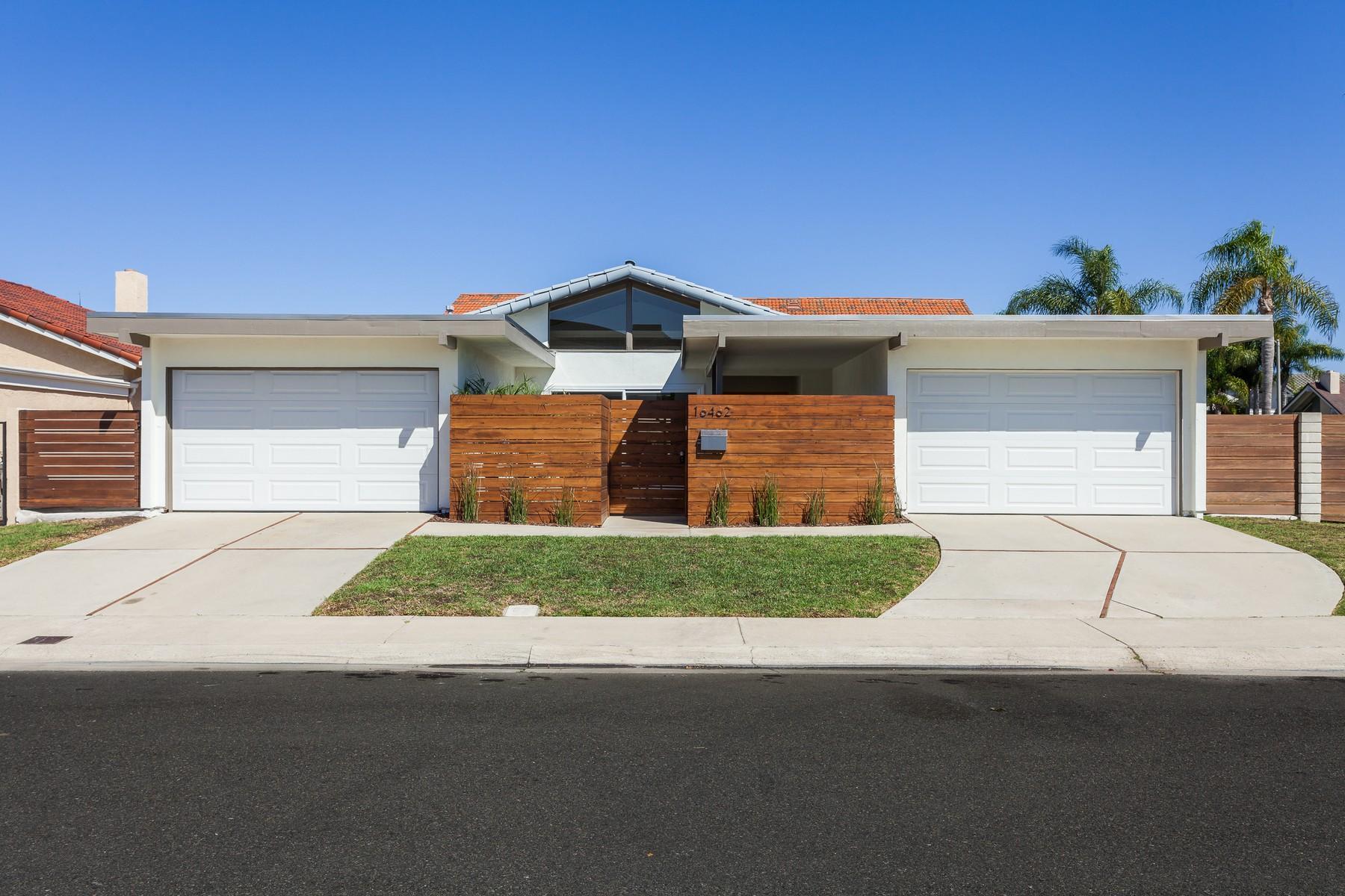 Casa Unifamiliar por un Venta en 16462 Ladona Circle Huntington Beach, California 92649 Estados Unidos