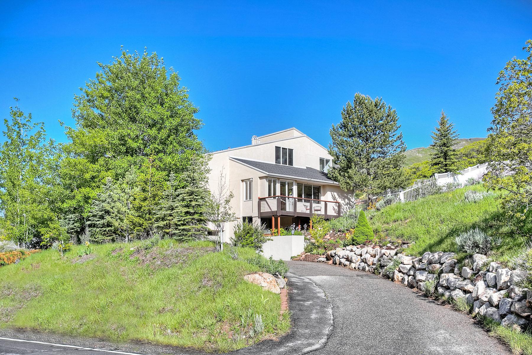 Villa per Vendita alle ore Mountain Multi-Level Contemporary 5355 E Pioneer Fork Rd Salt Lake City, Utah 84108 Stati Uniti