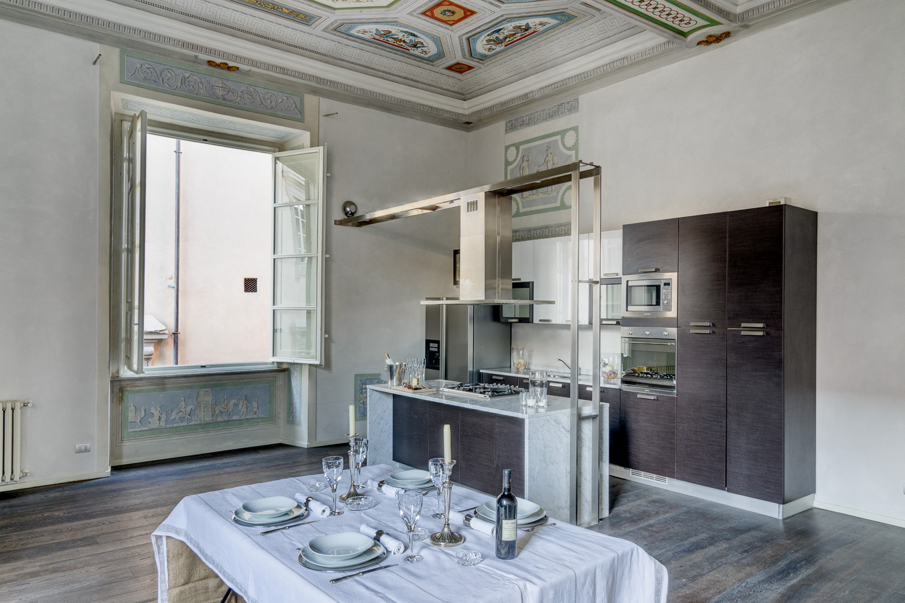 Additional photo for property listing at Exclusive and elegant apartment Via San Giorgio Lucca, Lucca 55100 Italy