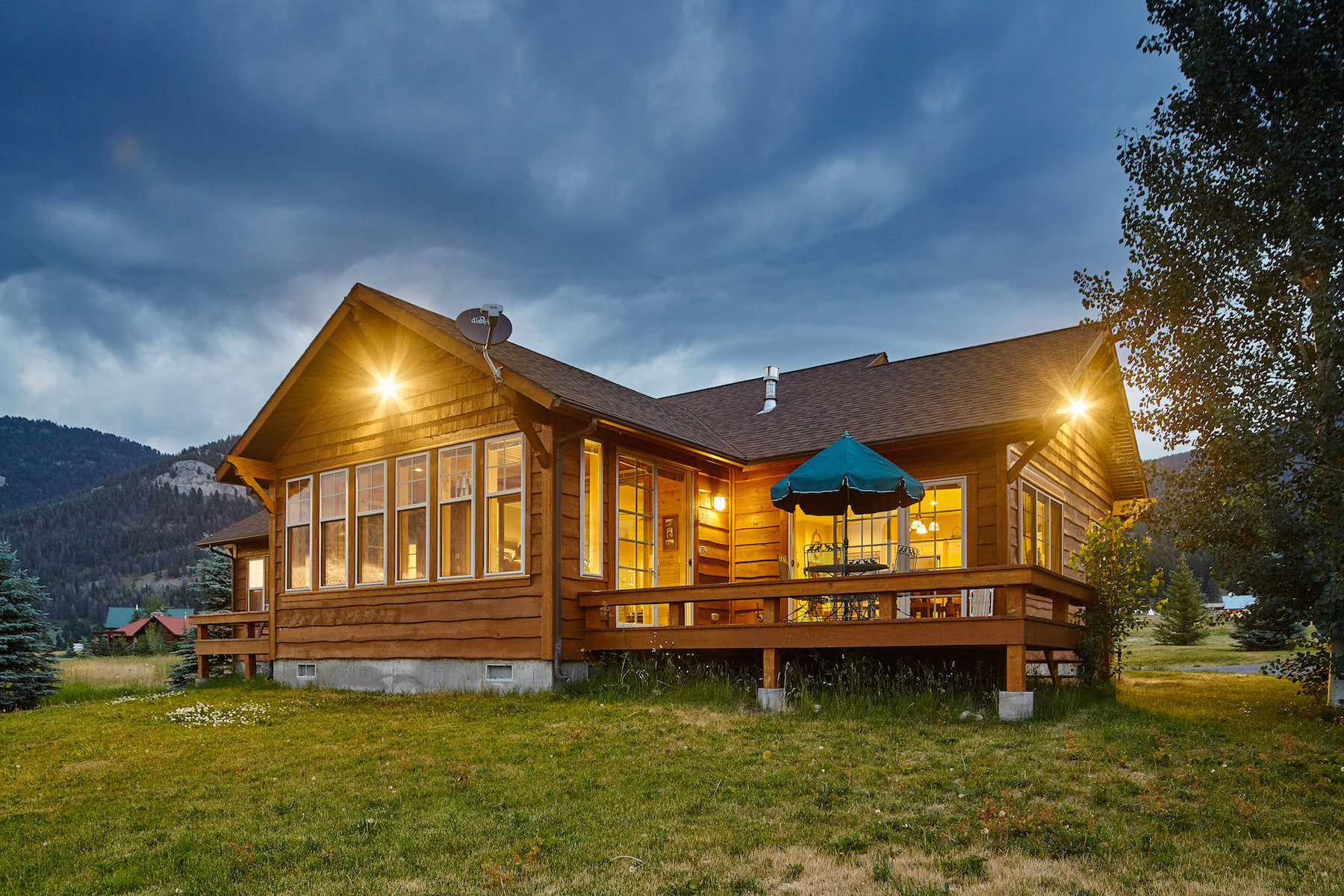 Casa Unifamiliar por un Venta en 91 Manor Way West Yellowstone, Montana, 59758 Estados Unidos