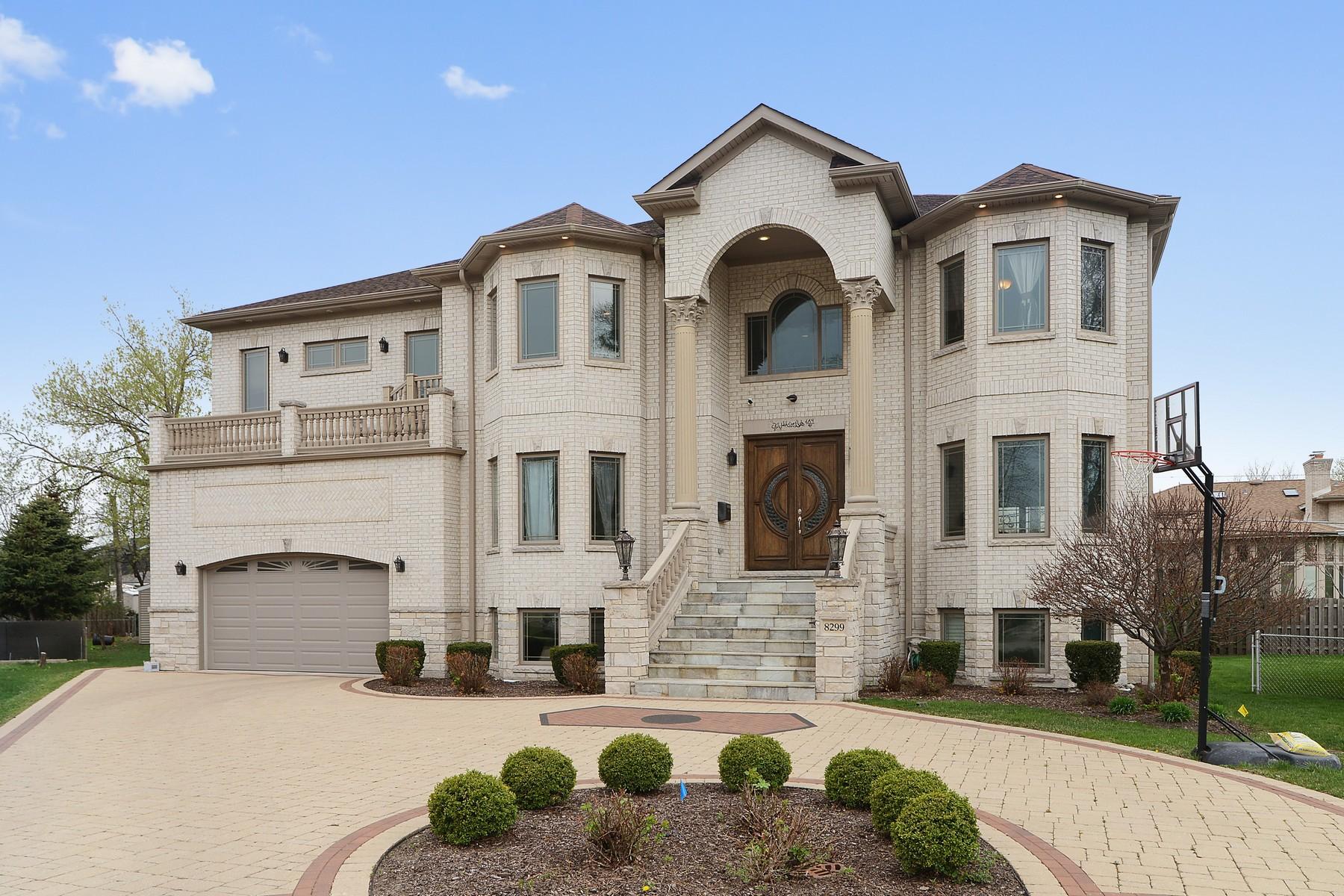 獨棟家庭住宅 為 出售 在 Luxury Living No Detail Spared. 8299 W Strong Street Norridge, 伊利諾斯州, 60706 美國