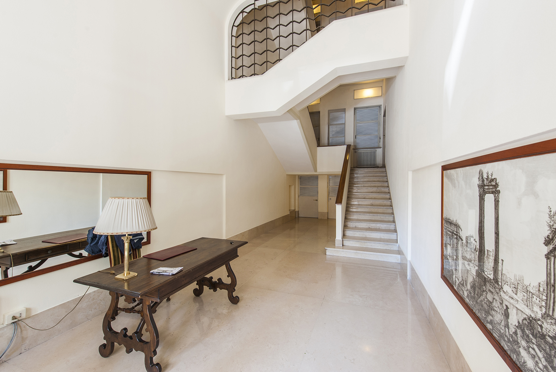 Additional photo for property listing at Beautiful penthouse with panoramic views Rome, Roma Italia