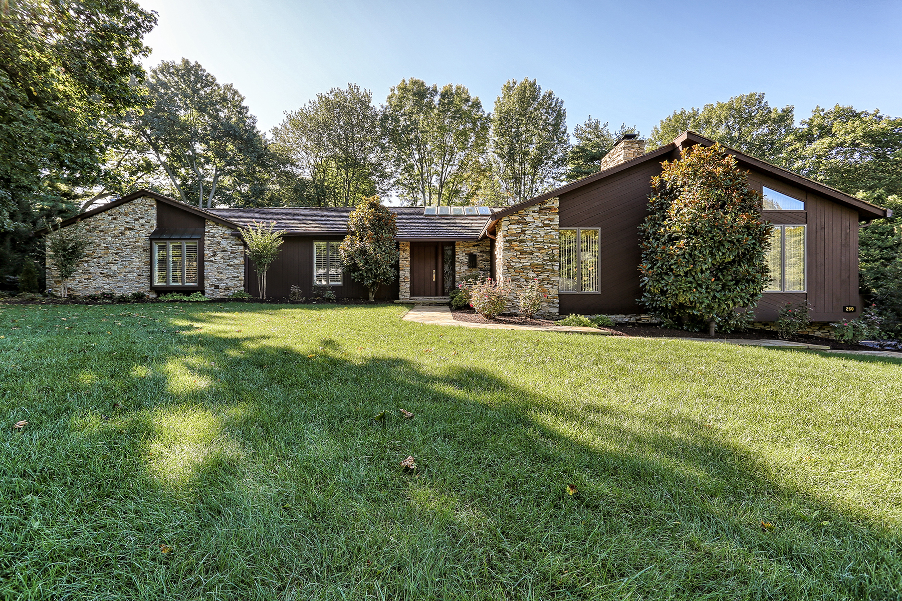 Single Family Home for Sale at 260 Brook Farms Road Lancaster, Pennsylvania 17601 United States
