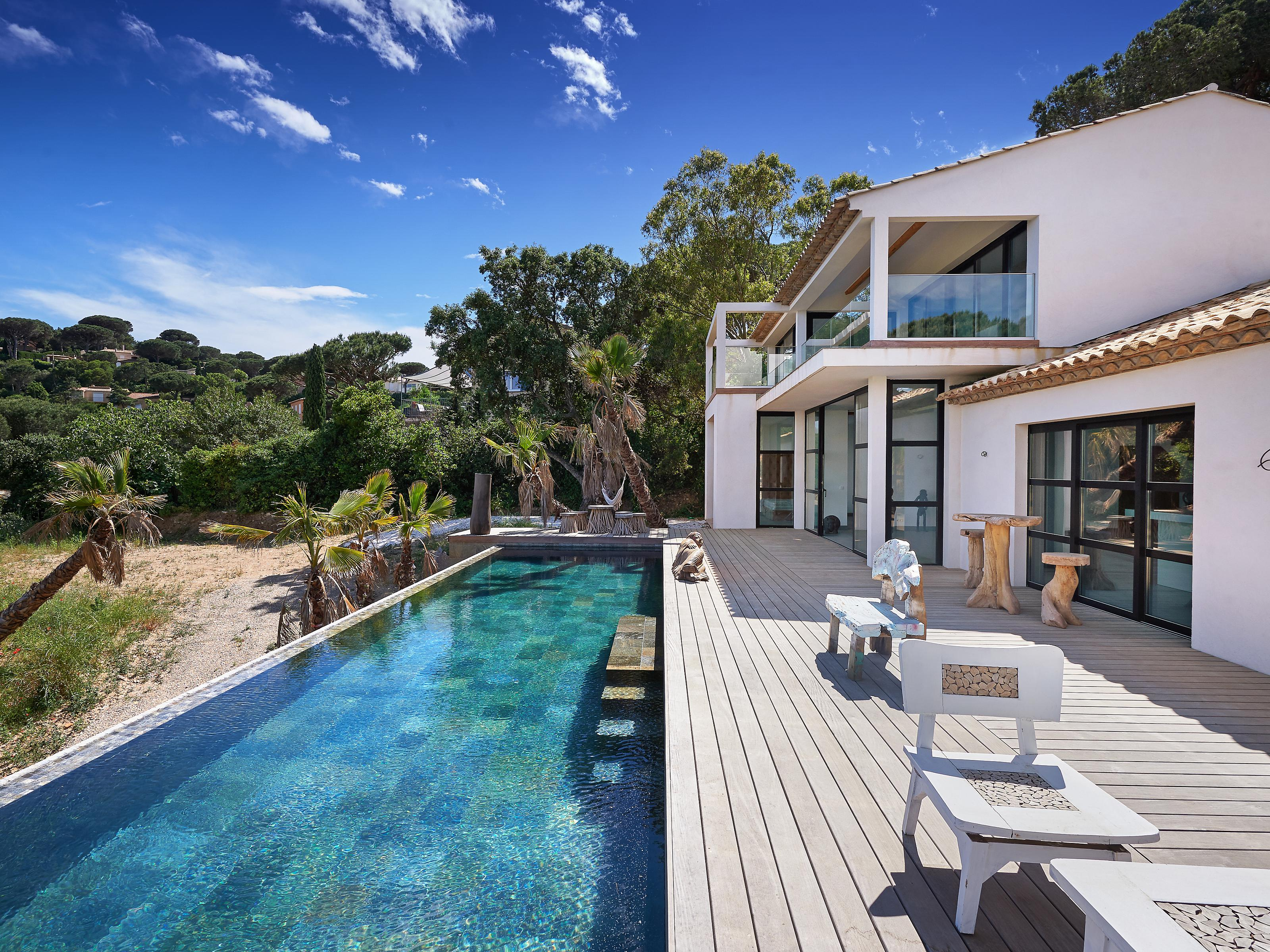 Villa per Vendita alle ore Luxurious newly built property with wonderful seaviews Saint Maxime Other Provence-Alpes-Cote D'Azur, Provenza-Alpi-Costa Azzurra 83120 Francia