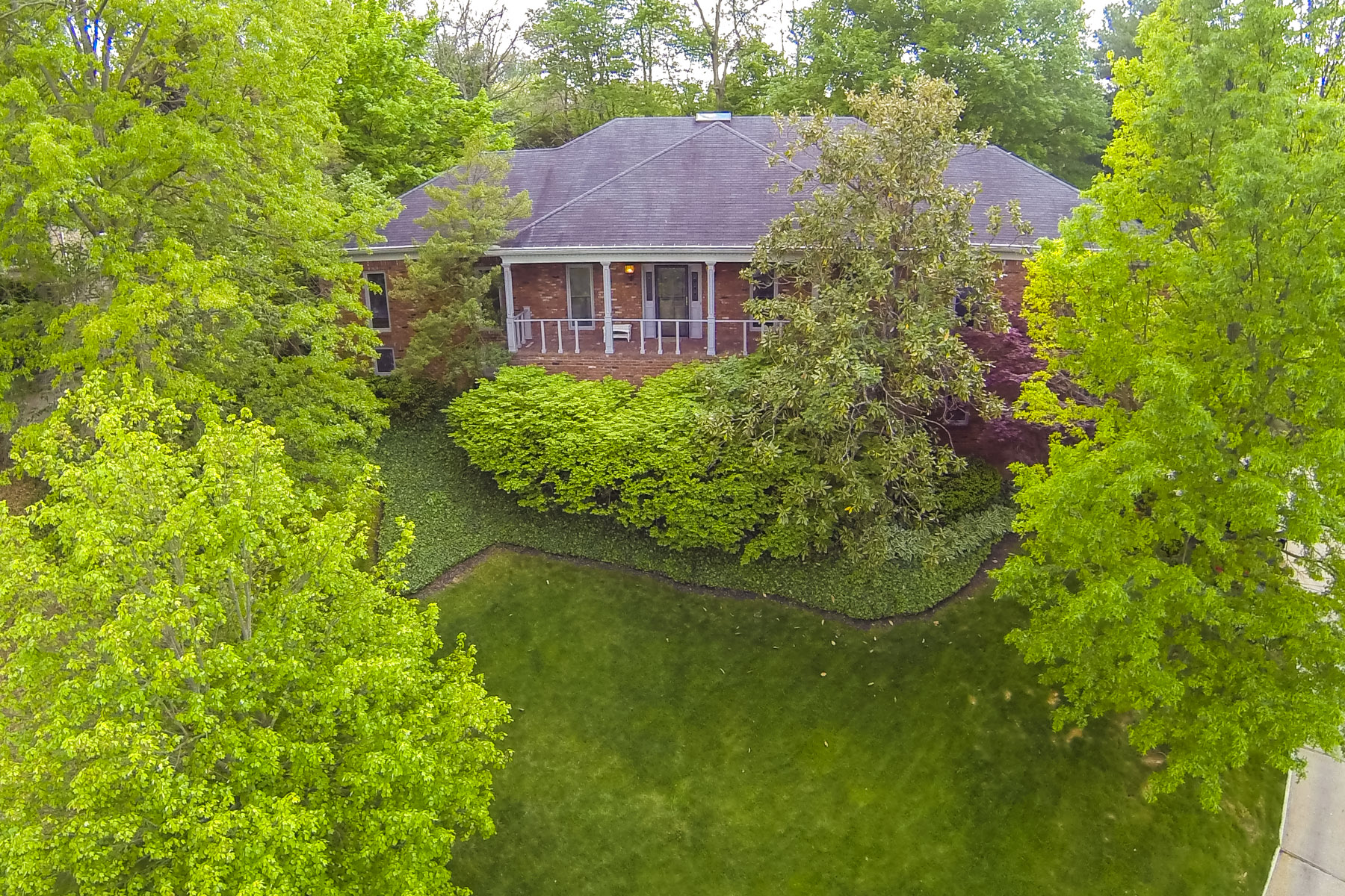Single Family Home for Sale at 2802 Juniper Hill Court Louisville, Kentucky 40206 United States