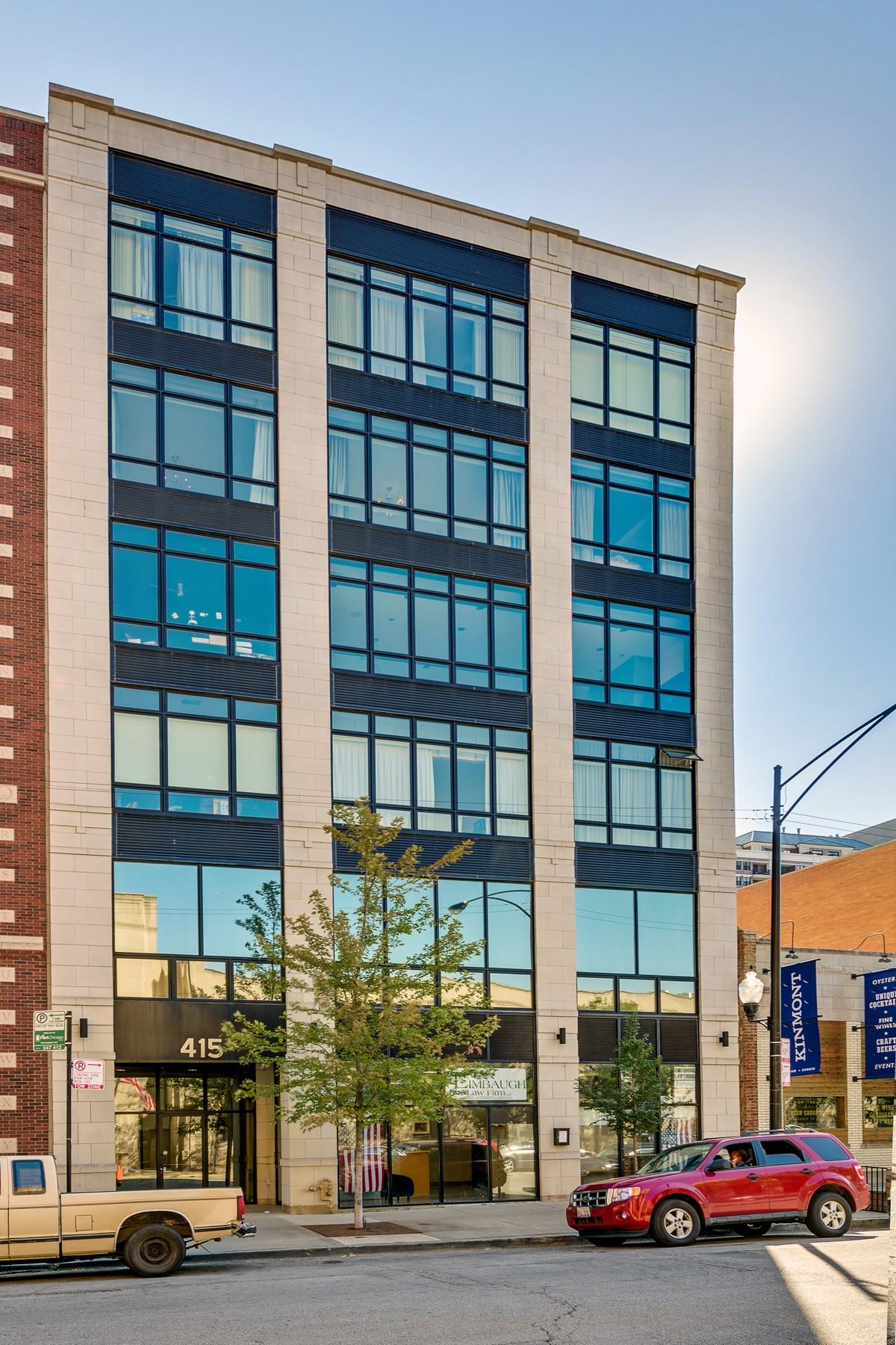Кооперативная квартира для того Продажа на River North's Hidden Treasure! 415 W Superior Street Unit 500 Near North Side, Chicago, Иллинойс 60654 Соединенные Штаты