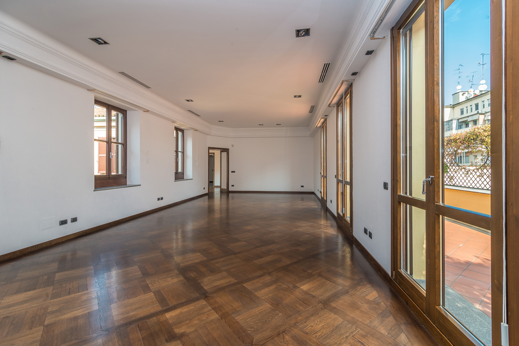 Additional photo for property listing at Exclusive penthouse in the heart of Milan via della Spiga Milano, Milan 20121 Italia