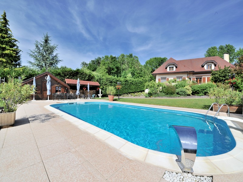 Single Family Home for Sale at Superbe demeure Other Haute Savoie, Haute Savoie 74370 France