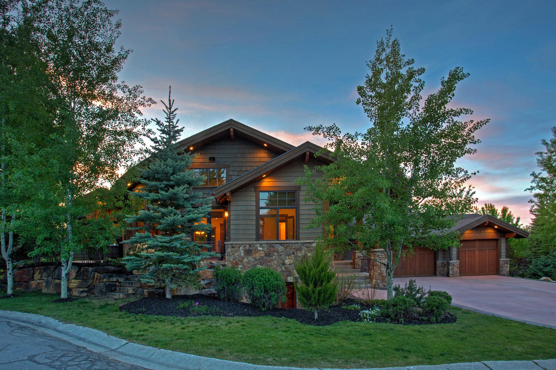 Частный односемейный дом для того Продажа на Refined Mountain Living In Town 2 Double Jack Ct Park City, Юта 84060 Соединенные Штаты