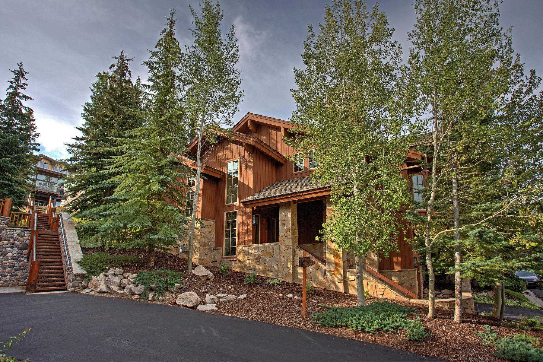 Villa per Vendita alle ore Stone's Throw from Skiing with Views 19 Bellevue Ct Park City, Utah, 84060 Stati Uniti
