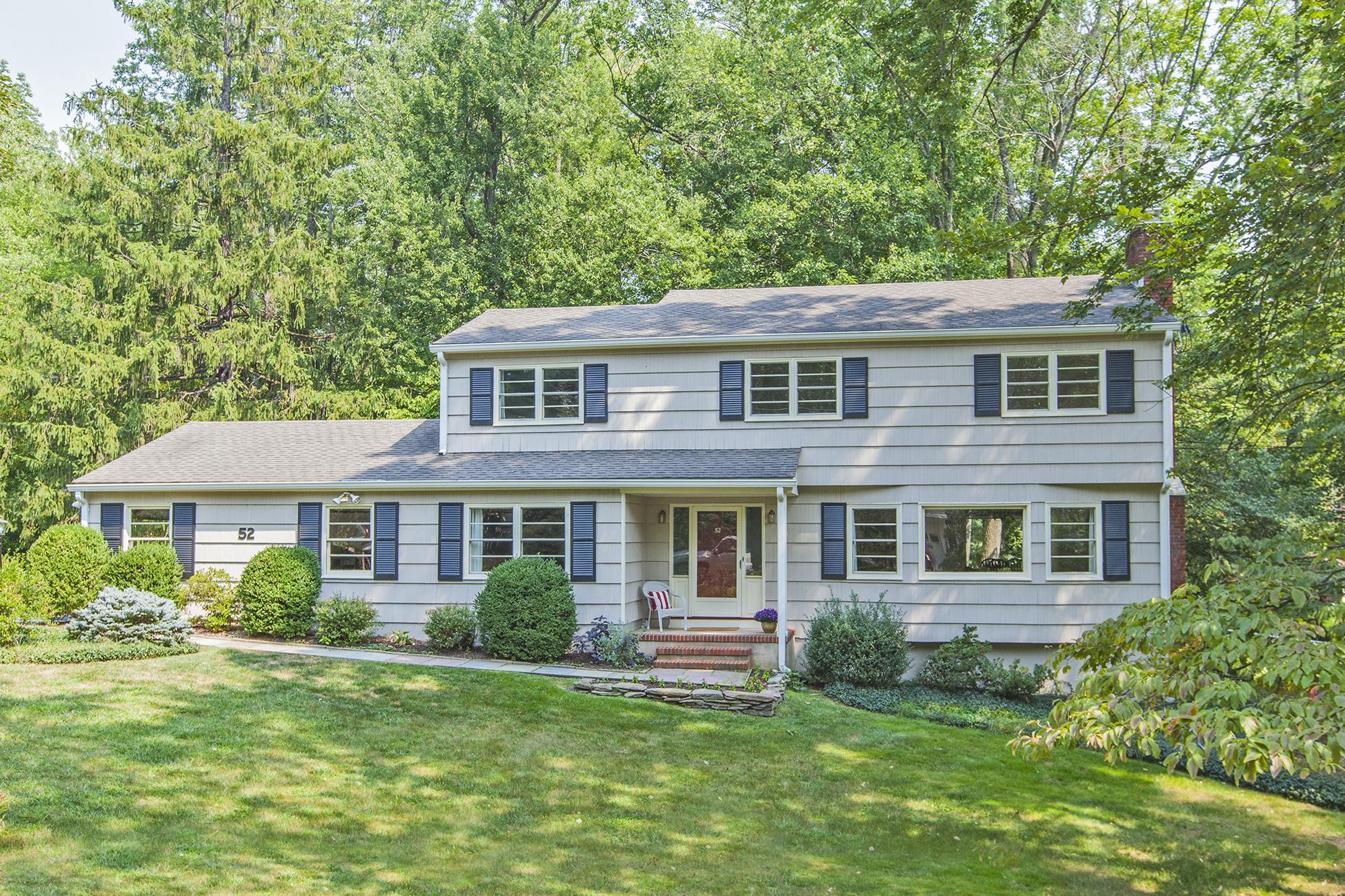 Einfamilienhaus für Verkauf beim Lush Views And Hardwood Floors Throughout 52 Mason Drive Princeton, New Jersey 08540 Vereinigte Staaten