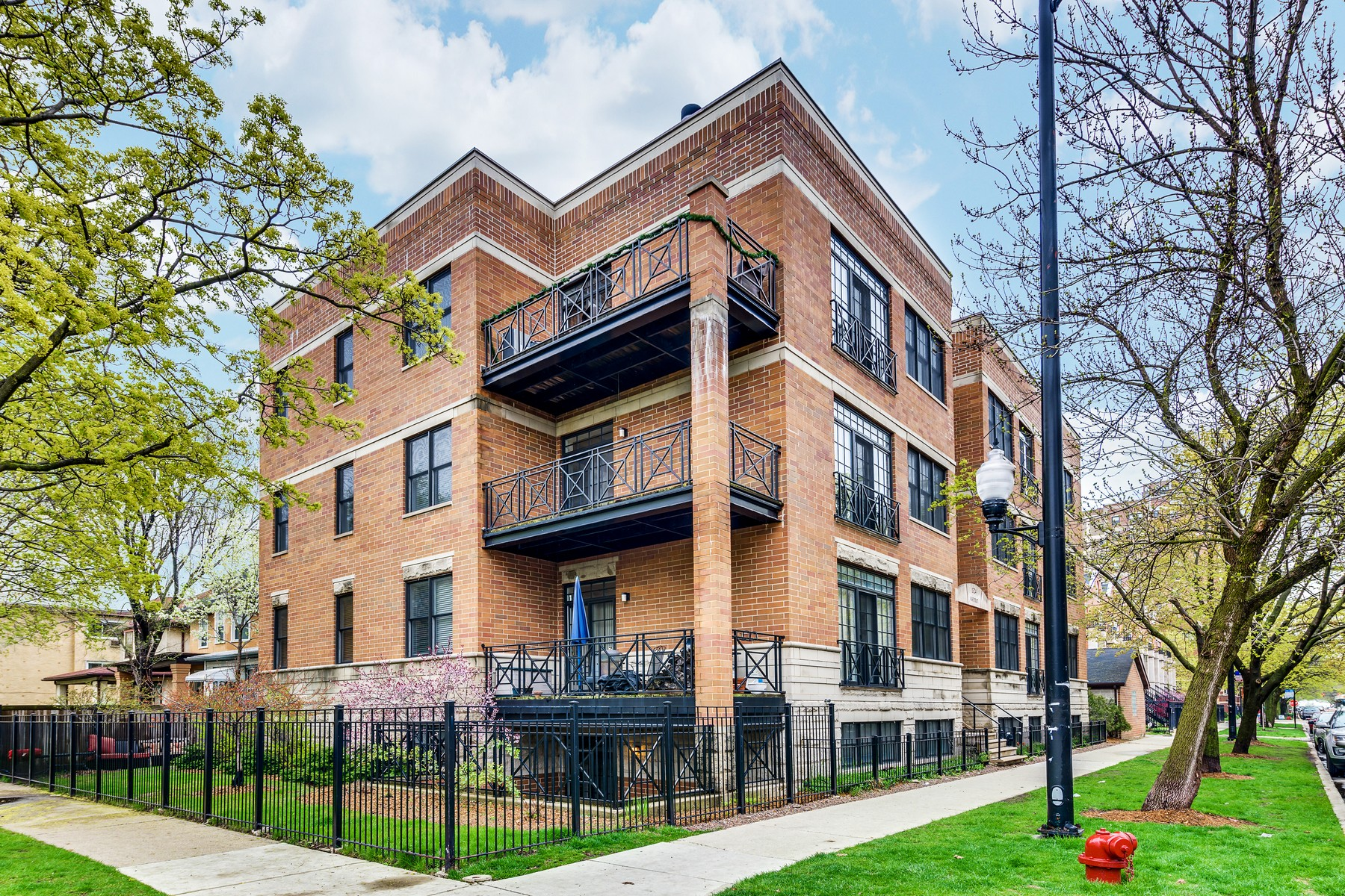 Condominium for Sale at A+ Rogers Park Location! 1324 W Pratt Boulevard Unit 1W Rogers Park, Chicago, Illinois, 60626 United States