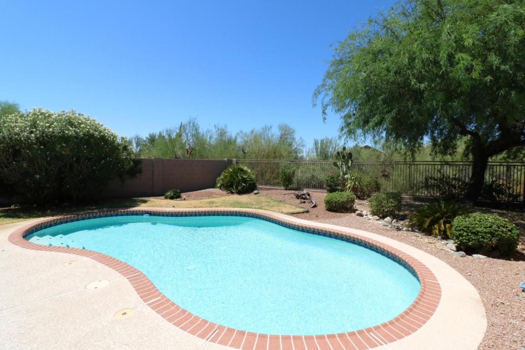 Einfamilienhaus für Verkauf beim Outstanding three bedroom, two bath home with fresh two-tone paint. 14852 N 103rd St Scottsdale, Arizona 85255 Vereinigte Staaten