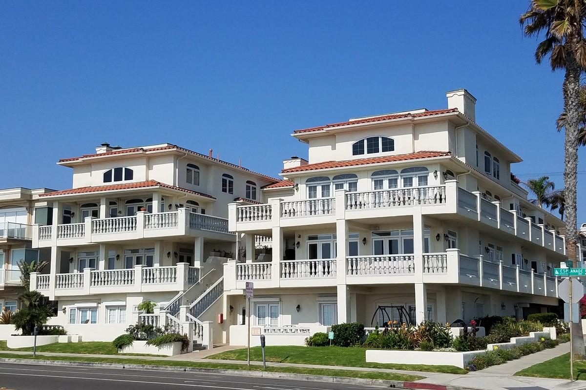 Таунхаус для того Аренда на 816 Esplanade #1 Redondo Beach, Калифорния 90277 Соединенные Штаты