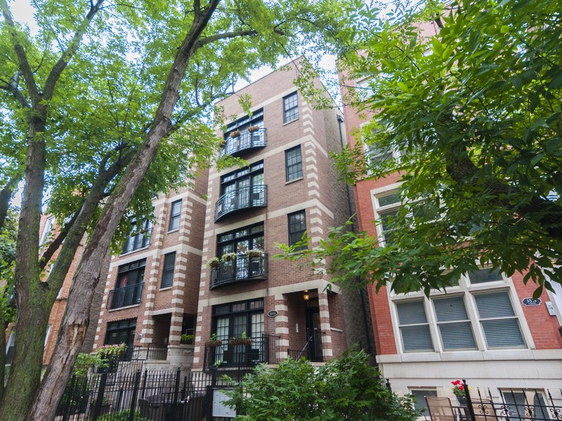 Condominium for Sale at Extra-Wide Condo 3535 N Reta Avenue #2 Chicago, Illinois 60657 United States