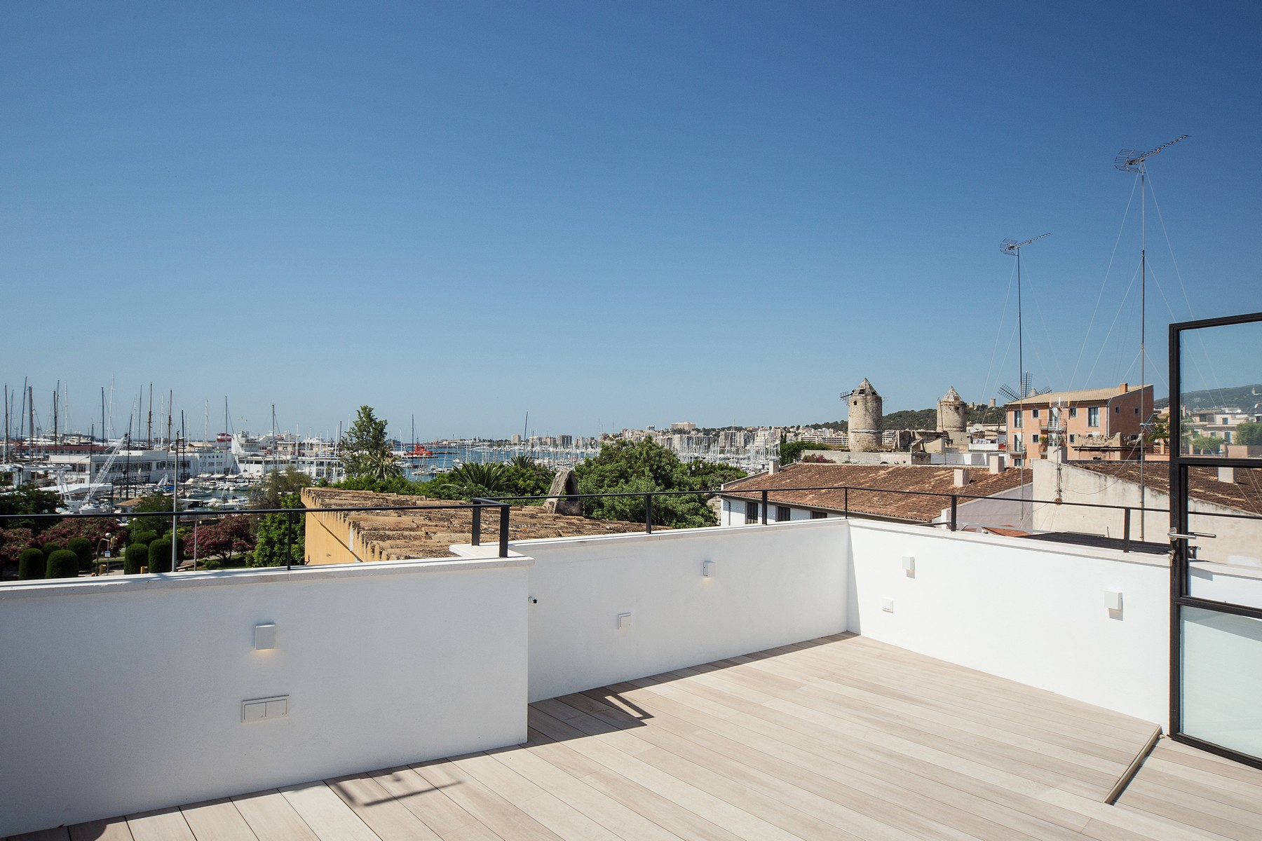 Casa Unifamiliar por un Venta en New Townhouse with roof terrace in Palma Palma, Mallorca, 07012 España
