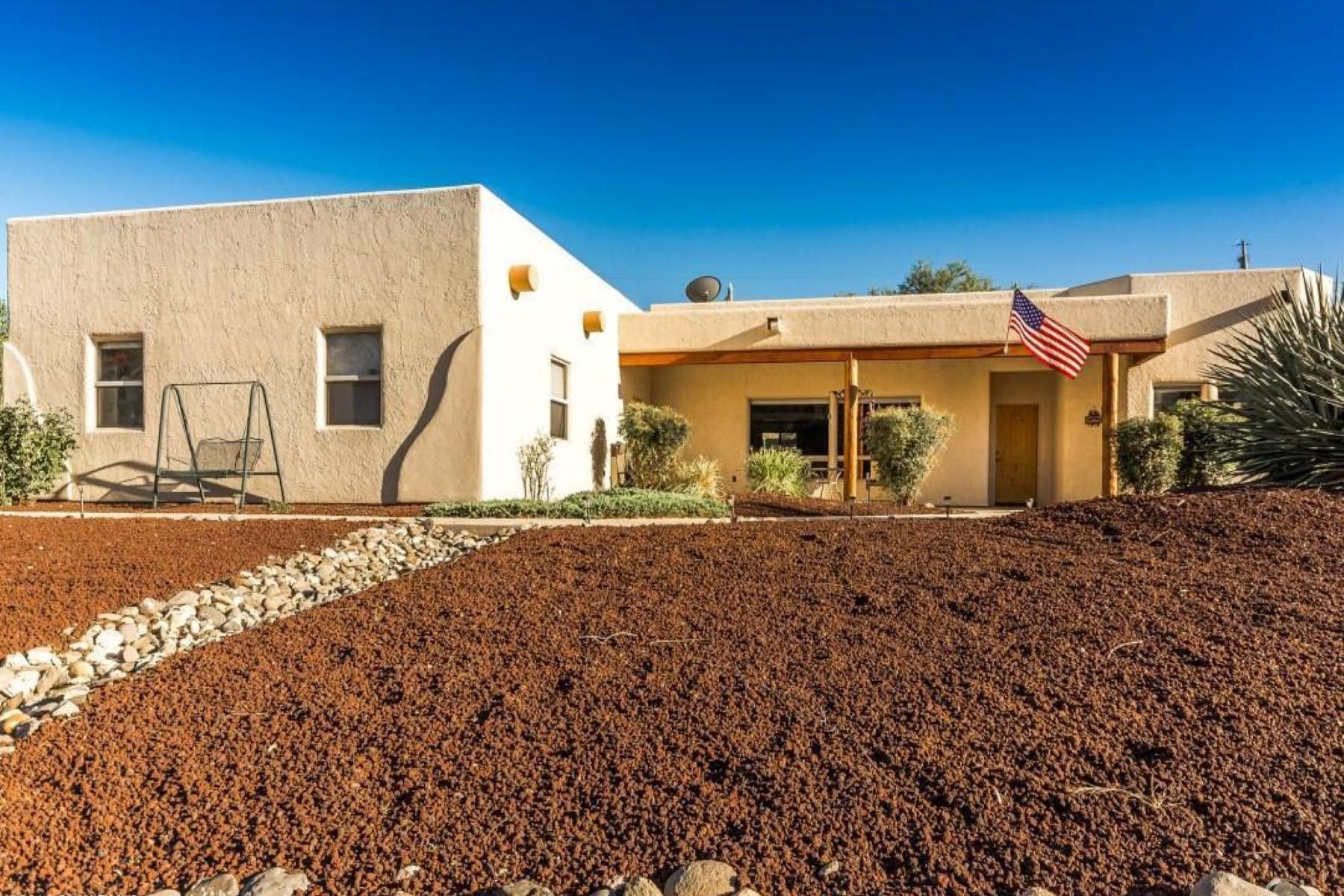 Moradia para Venda às Beautiful Santa Fe Style home 940 N Aspaas Rd Cornville, Arizona, 86325 Estados Unidos