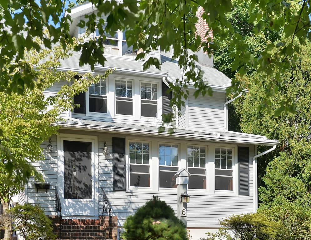 Maison unifamiliale pour l Vente à Craftsman Colonial 6 Clairidge Court Montclair, New Jersey, 07042 États-Unis